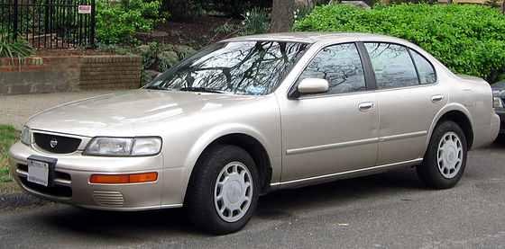 560px-1995-1996_Nissan_Maxima_--_03-21-2012
