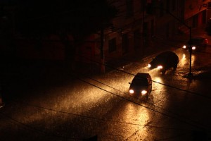 Vehicles_under_heavy_rain_01
