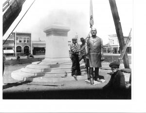 Plaza V, Installation of McKinley statue 1906