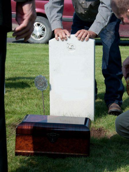 headstone and urn