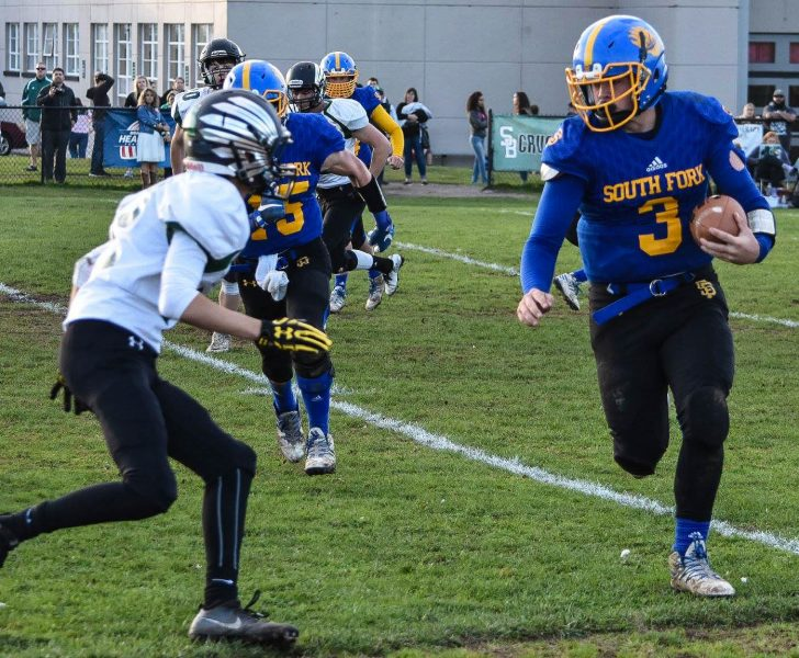 Scott Coffelt carrying the ball [Photo by Janice Coffelt]