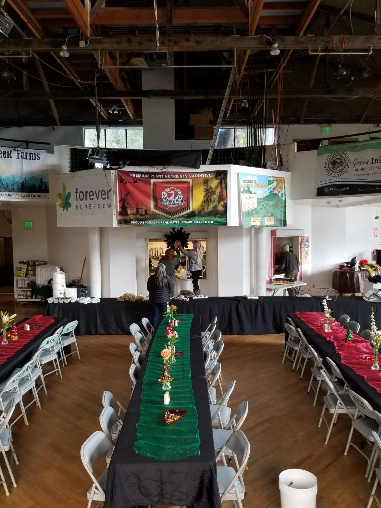 Kids from Miranda 4-H decorated the Mateel Hall for a community Christmas dinner.