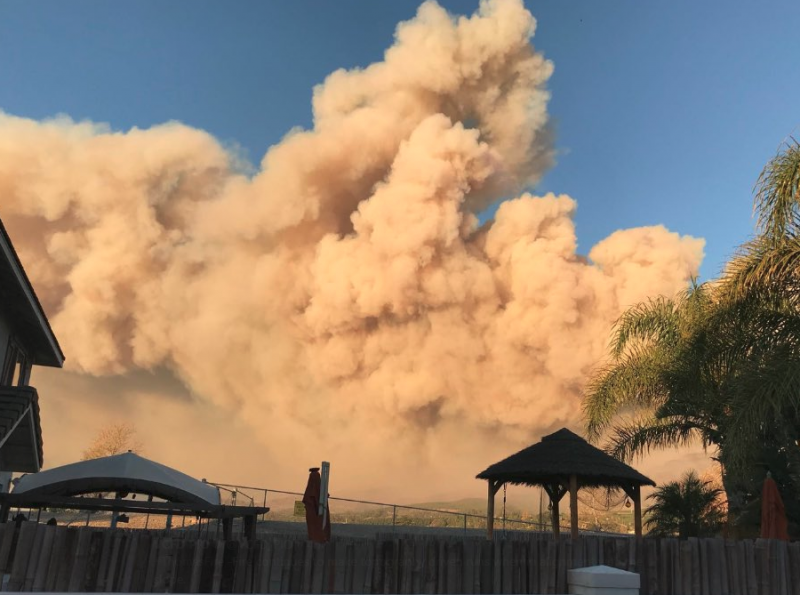 Smoke from the Thomas Fire towers over homes today in Ventura County