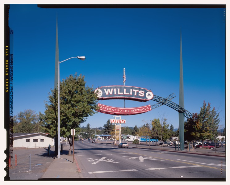 Willits Gateway to the Redwoods sign