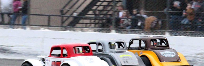 Legends racing 3-wide