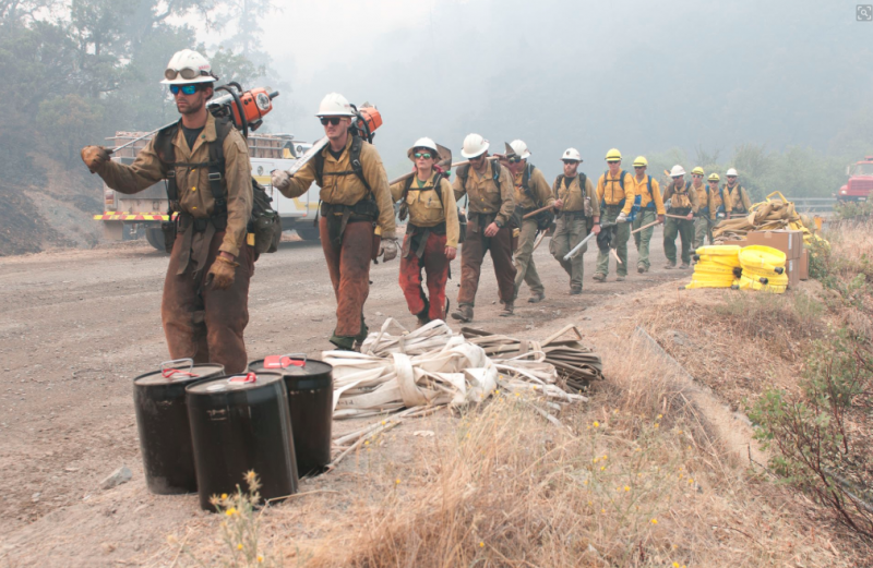 Task Force Rugged soldiers assigned to @LancerBrigade out of @JBLM_PAO, Wash., join an Aravaipa hand crew in Mendocino National Forest, Calif., in preparation for impending wildfire.