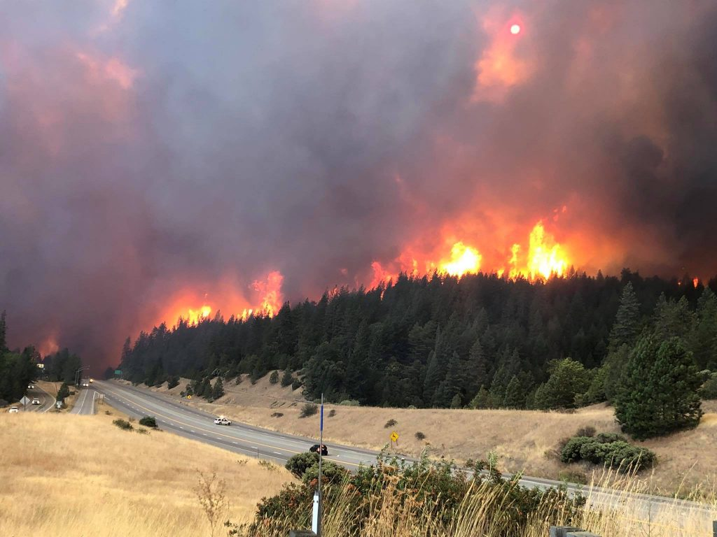 I-5 closed by the fire