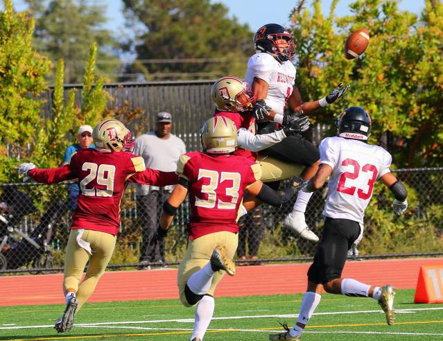 College of the Redwoods against De Anza. [Photo by Sarah Quist]