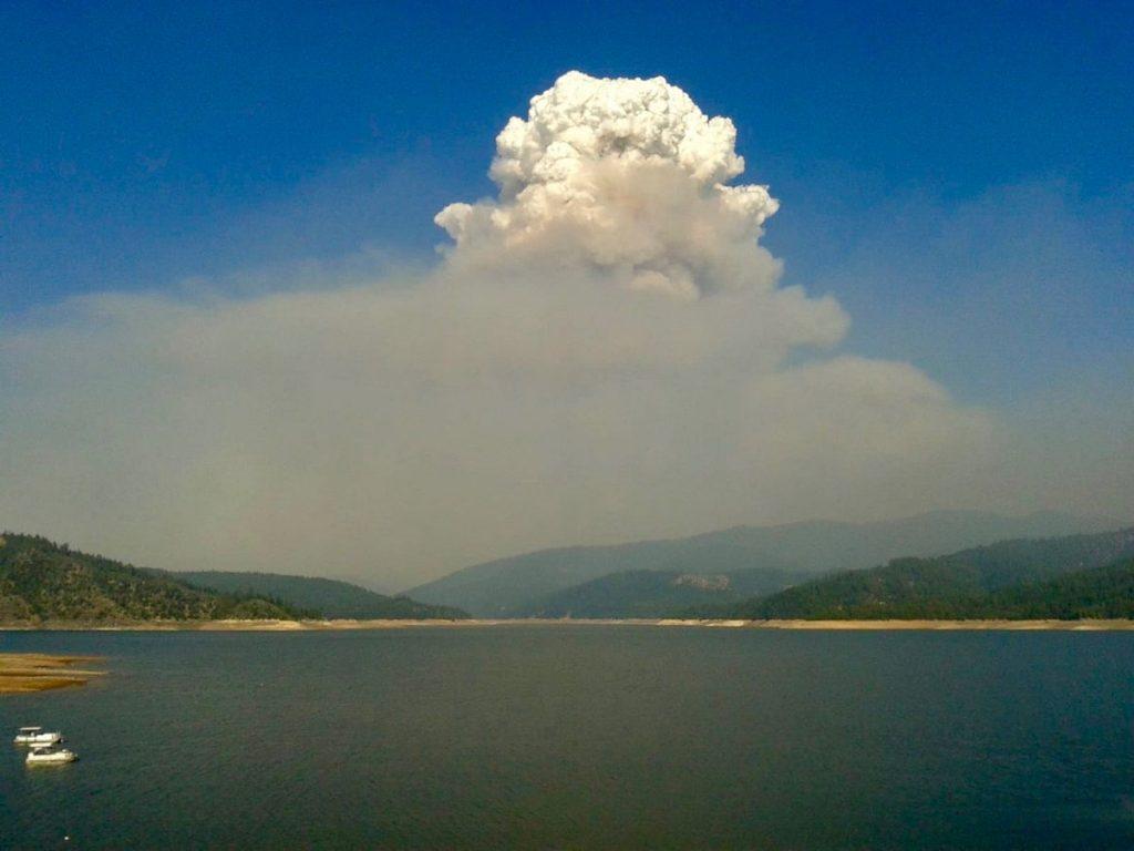 Smoke plume above Lake Shasta