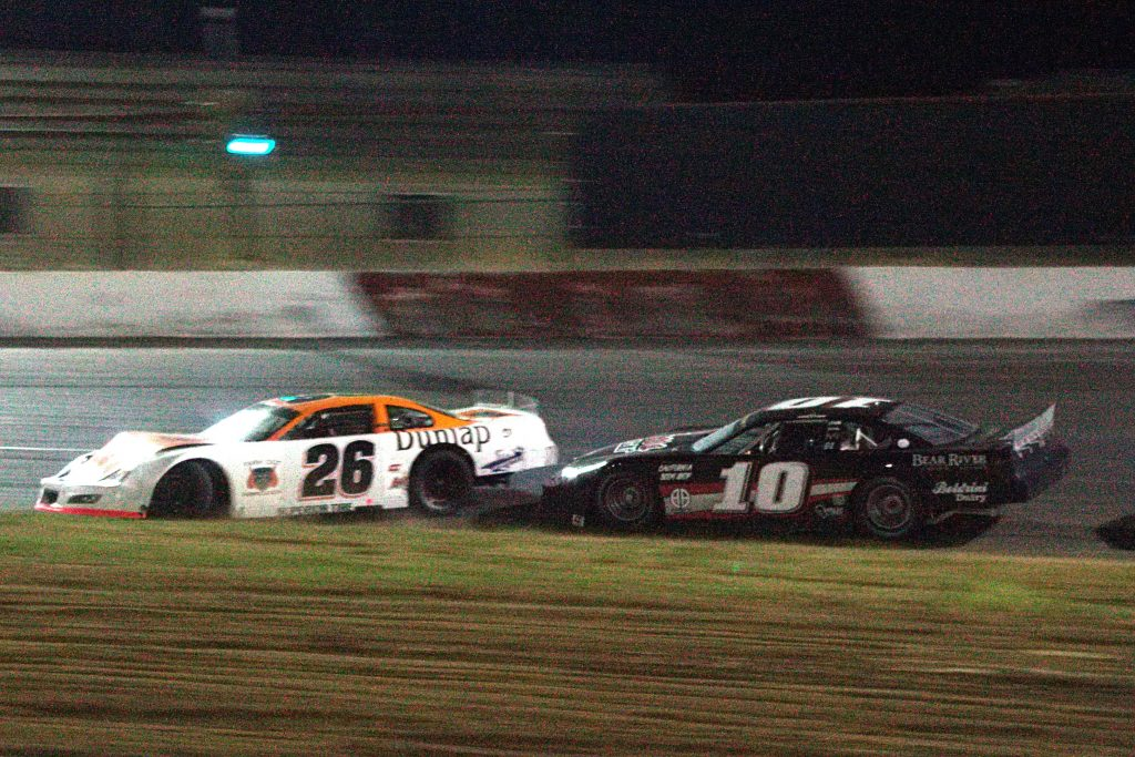 Late model action Dane NIssen & Mic Mouton