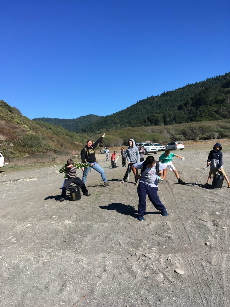 elementary students beach cleanup