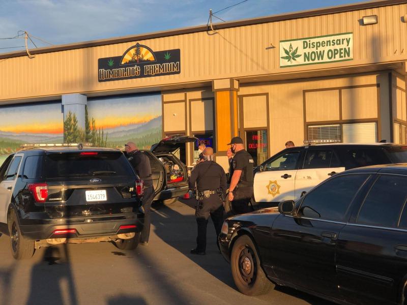 Officers felony stop in Eureka [Photo by Ryan Hutson]